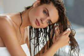 Glänzendes Haar mit saurer Rinse